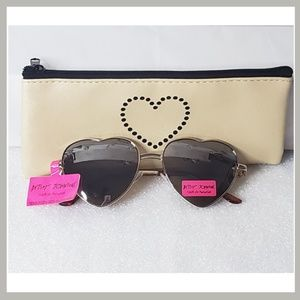 💖Betsey Johnson Heart Sunglasses with Case